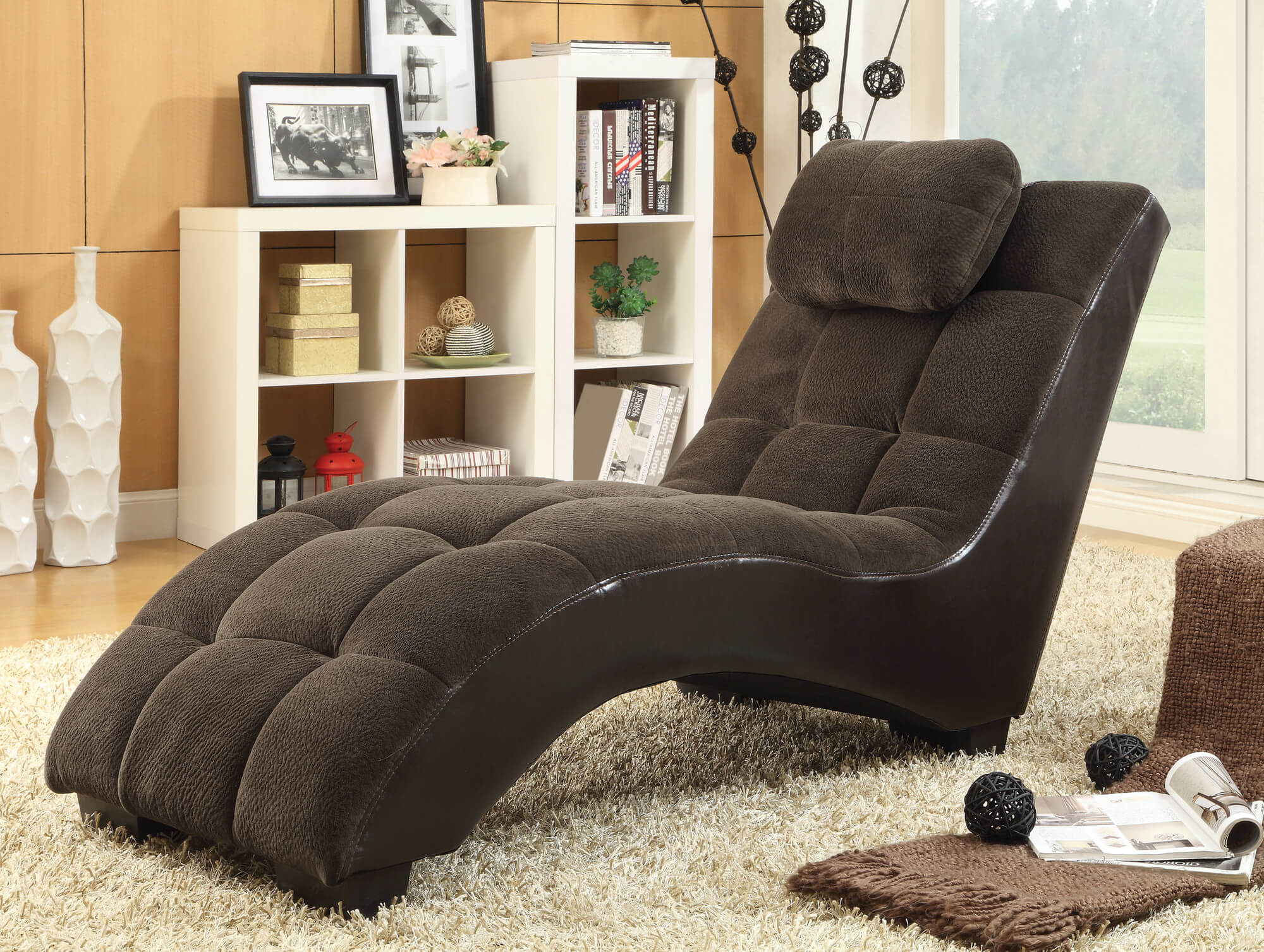 The armless variant of chaise lounge chairs is a minimalist affair, with a simple curved shape forming the frame below a full body cushioned area.