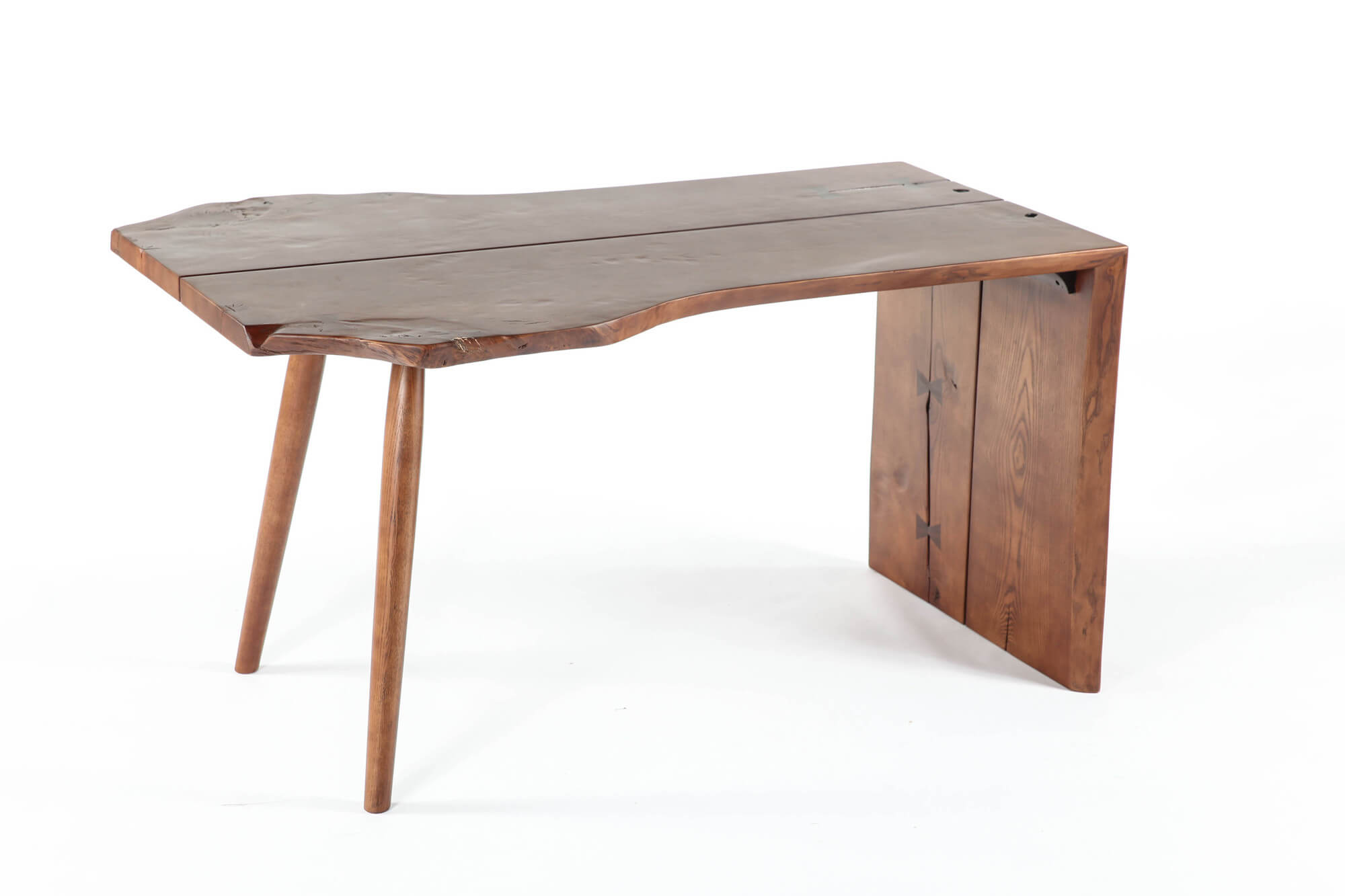 The idea of freeform design is that there is no concrete definition. This category comprises any tables that do not fit within standard shapes. Our first example stands in a rotated L-shape, with a pair of standard legs supporting opposite a full slab.