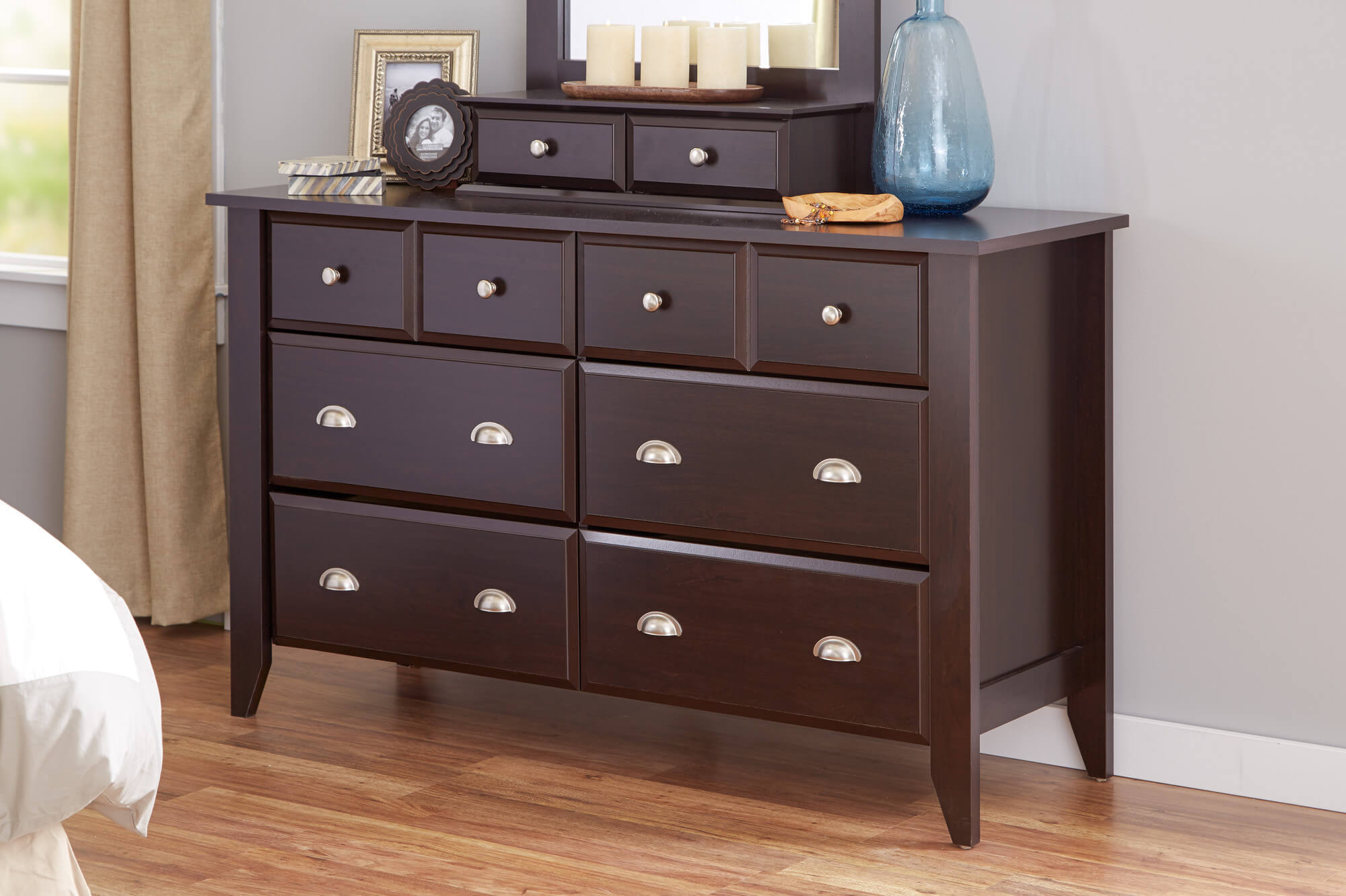 10 Types of Dressers & Chest of Drawers for Your Bedroom (Great Ideas)