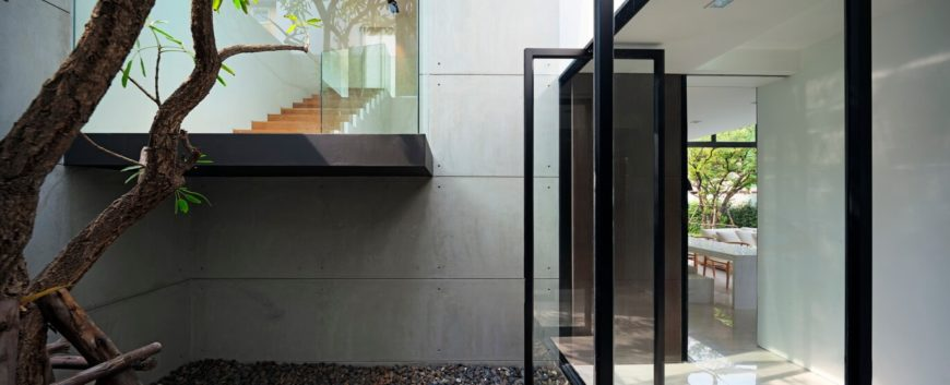 The slim black metal frames and extensive use of glass really open the home visually, allowing a blending of the natural and the sleekly modern elements.