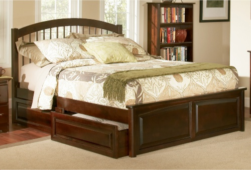 A simple, classic design with a Windsor-inspired headboard and four drawers.