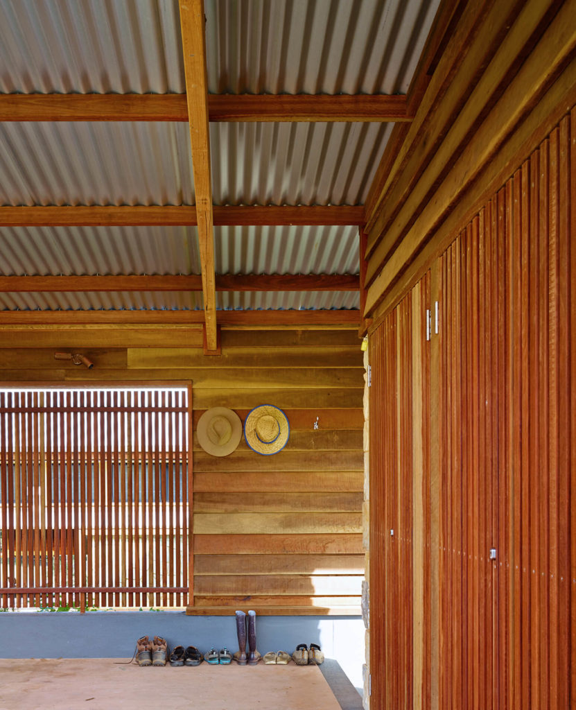 Rustic textures complement the modern-styled natural construction. Timber slats allow for diffuse lighting and fresh air here.