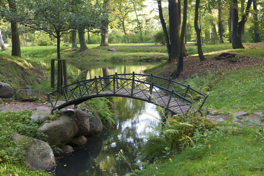This slim bridge might look less sturdy than other bridges, but the sleek design doesn't weaken it.