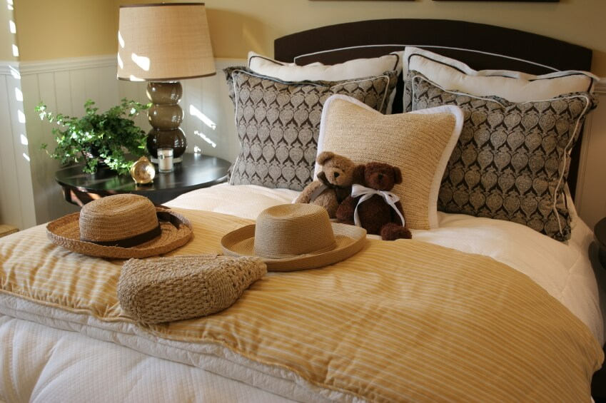 50 Decorative King And Queen Bed Pillow Arrangements Ideas Pictures