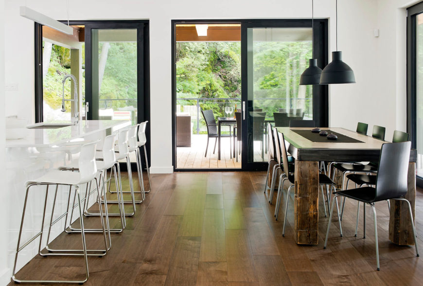 Turned to the side, the a clear line of sight and opened glass doors connects the dining area to the terrace.