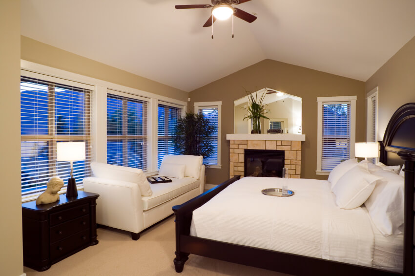 While this room is a bit narrow, a ceiling fan is attached close to the ceiling. The fan is a pull-chain style, with one chain to turn the light on and off, and the other to turn the fan on and off.