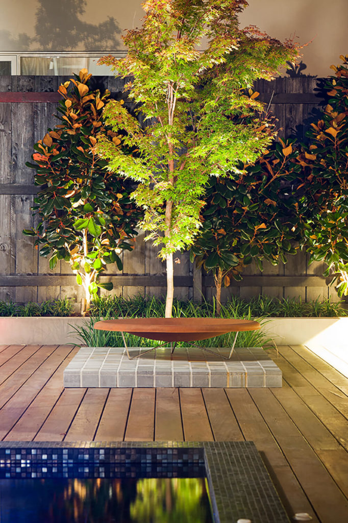 At the end of the raised timber platform surrounding the jacuzzi, we see a portable fire pit standing before a set of the immaculately lit trees. Features like this add personality, detail, and a wealth of visual complexity.