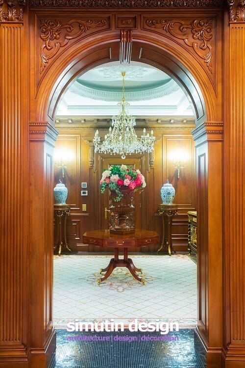 keyhole drawing room 2Through the open archway, we cross into another room. Looking back into the hallway, we an see two beautiful blue urns on ornate pedestals one either side of a solid wood door.