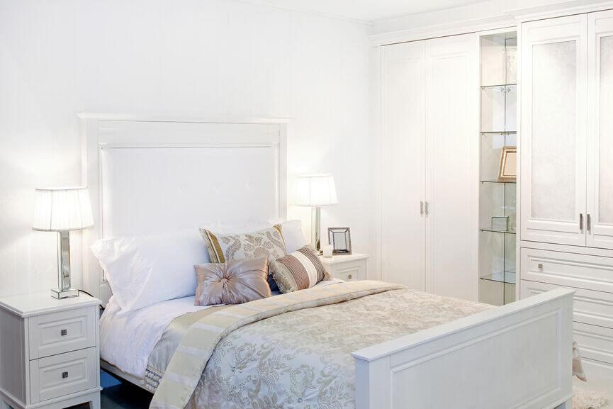 15 Beautiful Bedrooms With White Furniture (PICTURES)