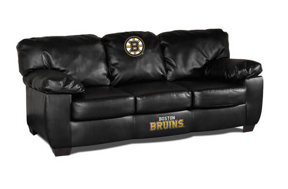 This dark leather sofa features bulging cushions and wide arms for utmost comfort, and a bespoke frame that fits with virtually any style room. The team logos ensure that your man cave is a serious sports haven.