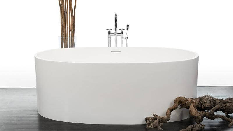 This oval luxury free standing bathtub belongs to WETSTYLE's Be Collection, which expresses our desire to rediscover simple pleasures and natural beauty. The BBE 02 bathtub evokes purity, with a fluid and symmetrical form. This beautiful oval tub is available in both matte and True High Gloss™.