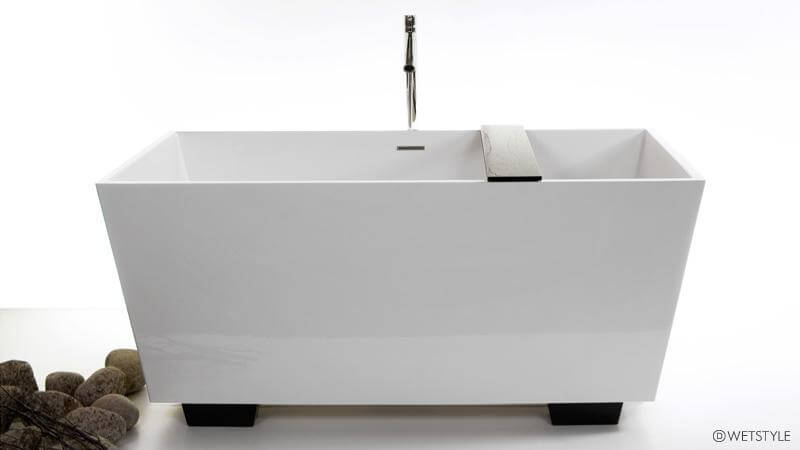 This variation on the BC 08-01 features the same slender design, but raises the base up onto four legs that match the included wenge-colored bathtub caddy, or can be substituted for white legs. The tub is spacious enough for two users to submerge completely. Like the BC 08-01, it can only be installed as free standing.