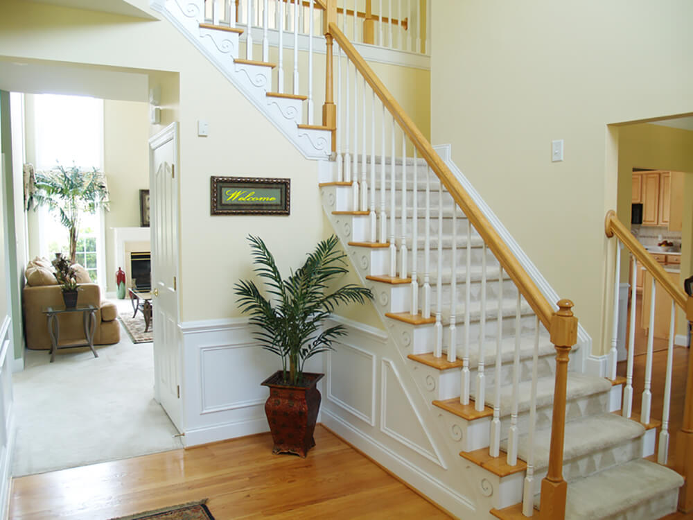 33 Gorgeous Foyers With Wainscoting