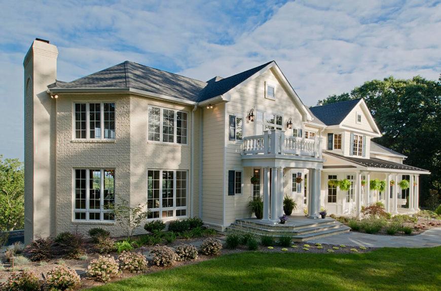 Le nouvel extérieur amélioré!  L'entrée principale carrée et le magnifique porche ajouté ajoutent vraiment au vrai style de la maison.  Un nouveau toit et une nouvelle couche de peinture revitalisent vraiment l'extérieur de cette maison.  De nouvelles fenêtres complètent cet extérieur rénové.