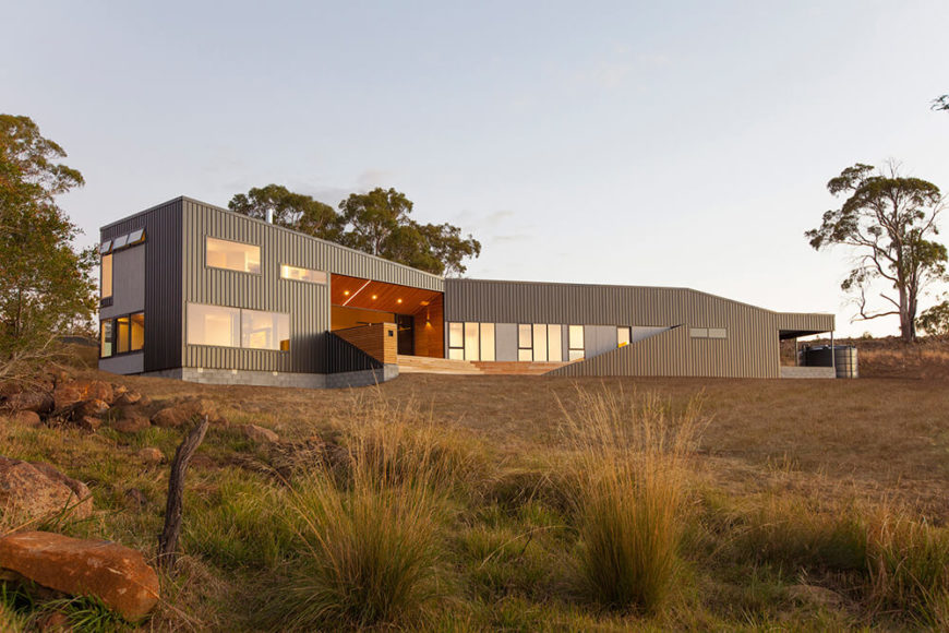 Welcome to our gallery featuring the Valley House by Philip M Dingemanse Architecture + Design.