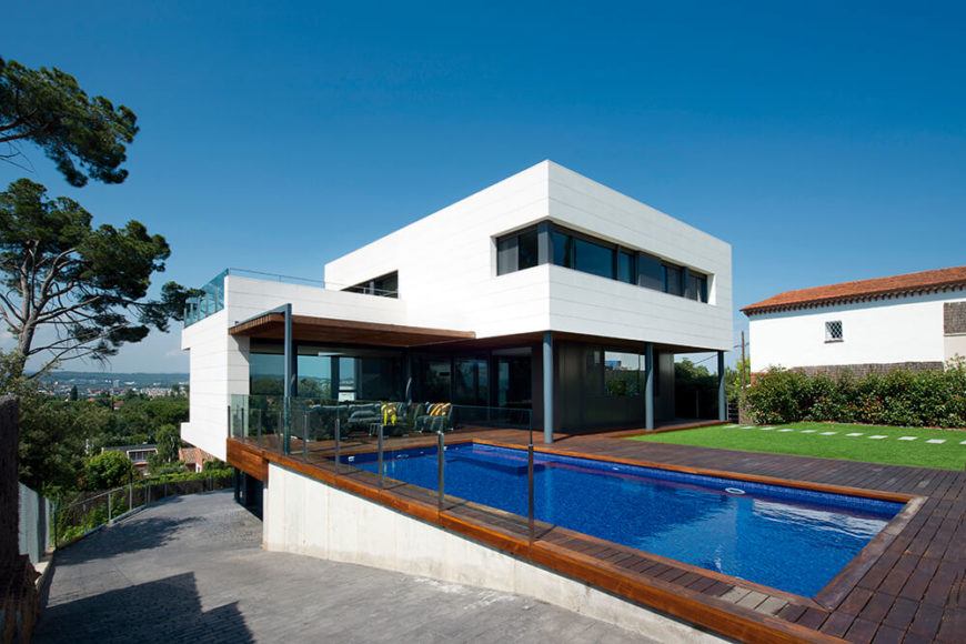 Welcome to our gallery featuring the R House by Artigas Arquitectes.