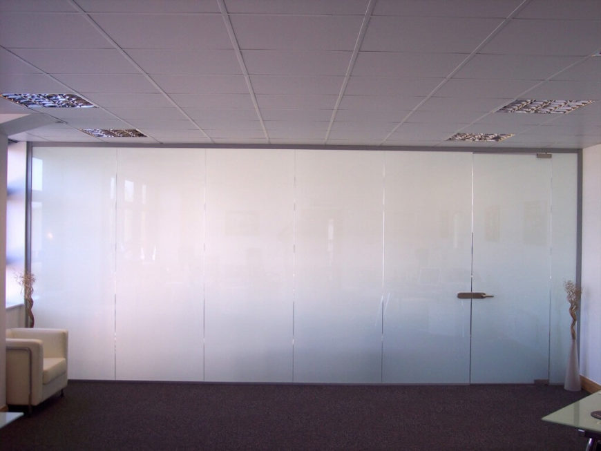 This product is an innovative smart glass solution that works via electrical pulses, switching from frosted to clear when power is applied. The strong, sleek smart glass is a cost effective alternative to other smart glass products, and most uniquely, doubles as a high definition rear projection screen for display presentations, TV, and video viewing.