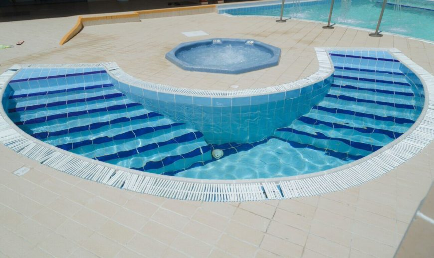 A perfect example of a plunge pool. This half circle pool is right next to a hot tub for a very easy trip from one to the other. You can really experience the hot to cold when the two are so close. This way you can use the plunge pool to full effect.
