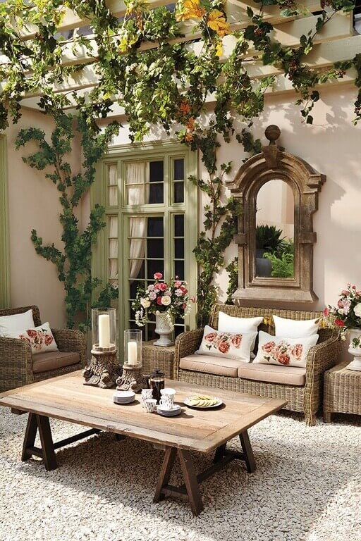 Another interesting thing you can do with your vines is to let them hang from the ceiling. Draped vines create a fabulous Roman villa feel that is luxurious and fun.