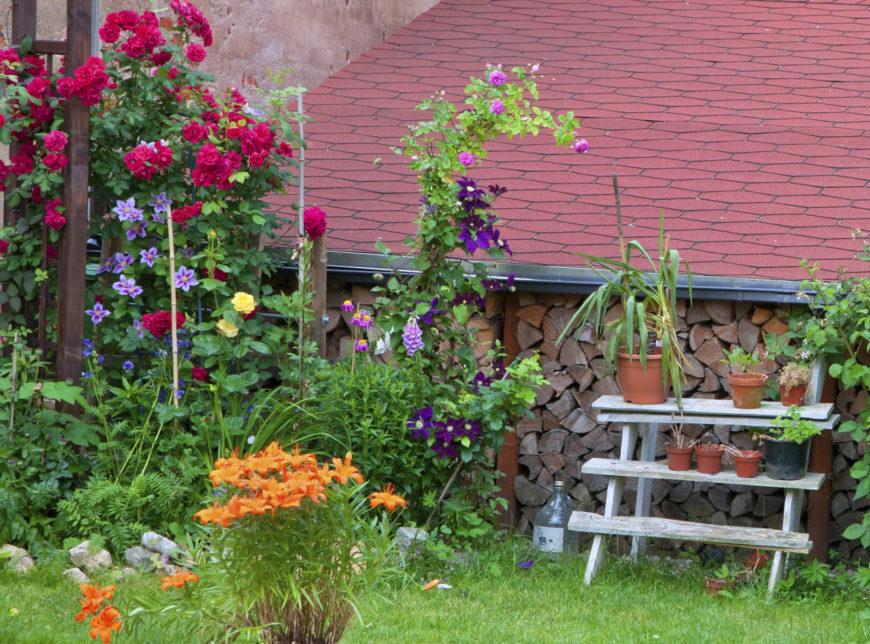 35 Pretty Small Garden Ideas