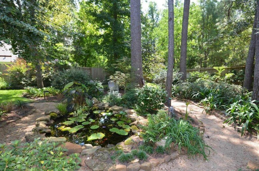 A small garden of plants looks great next to a small pond. Marsh plants look the best next to a water feature such as this and can give your yard a great natural appeal.