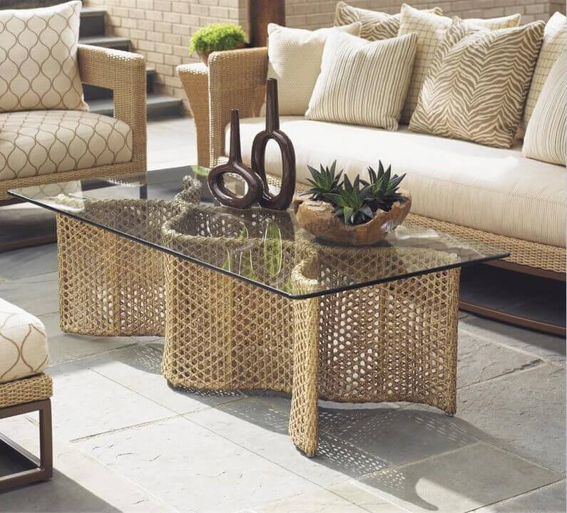 This glass top coffee table has a terrific design that spices up your backyard space with fabulous depth and visual interest.