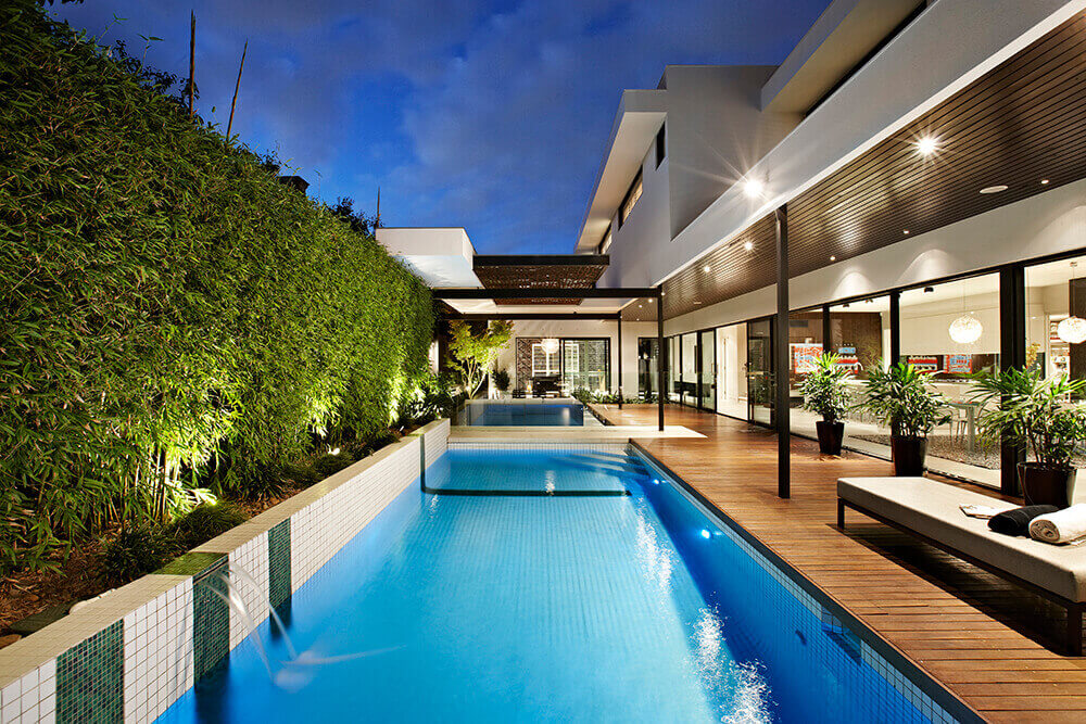This custom pool of this modern house looks so stylish. The deck on the side fits well with it.