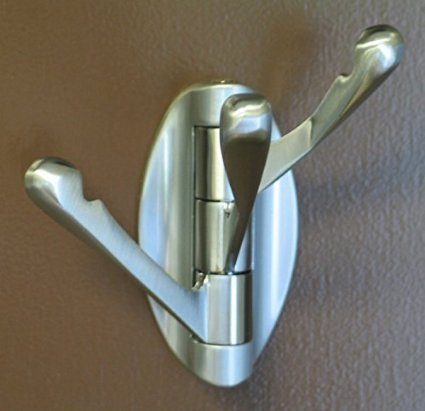 This solid metal rack has a swivel hook feature and is finished in fingerprint proof brushed nickel.