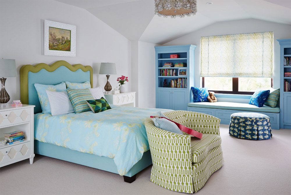 What do you notice with this bedroom? This is utterly not a warm toned one right? But this quite gives the room a contemporary sophistication with an exception of having bright neutral colors. Other than that, the room is filled with simplicity, smooth textures and simple vanities. The floor and wall to ceiling remain unadorned and plain.