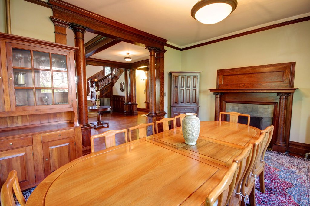 American Foursquare dining room