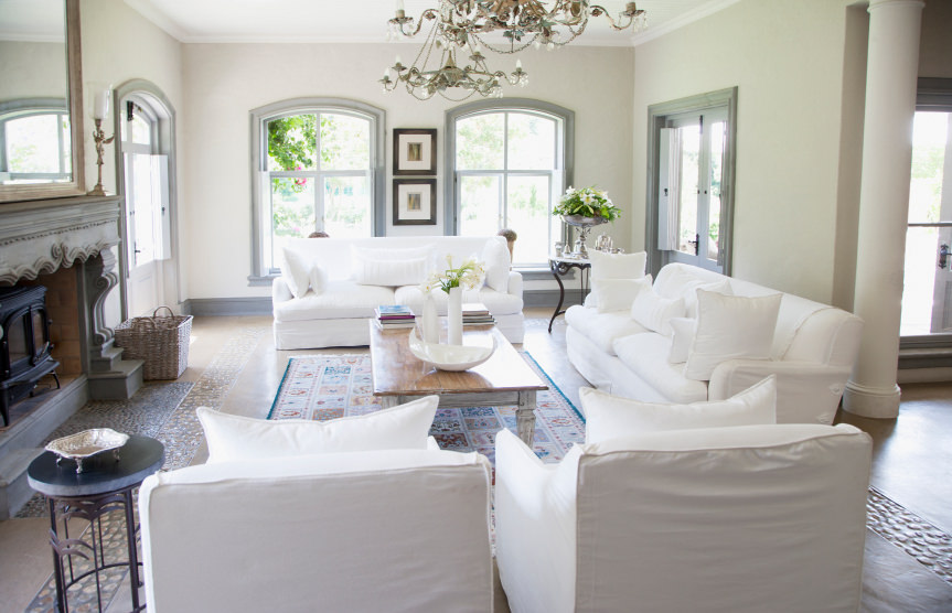 The brightness of this living area is made even more stunning by the matching sofa sets and pillows. The covers are purely white and very neat.